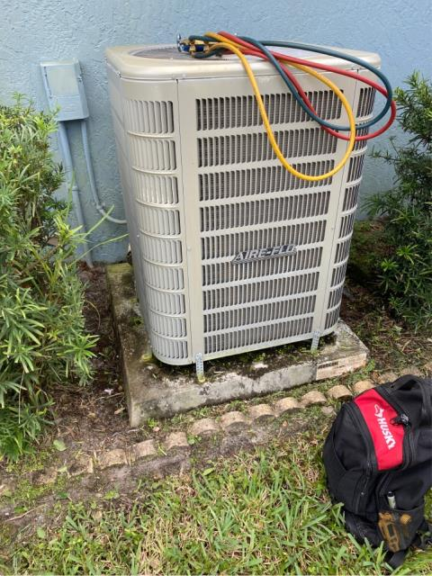 Jensen Beach, FL - Air conditioning system making a loud noise; diagnosed a bad condenser fan motor.