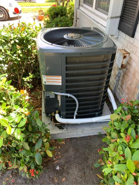 Boynton Beach, FL - Air conditioning system installation of 2.5 ton, 15.00 SEER, single stage compressor, and single speed condenser fan motor, with a digital thermostat.  This ac system comes with a 10 year parts warranty.