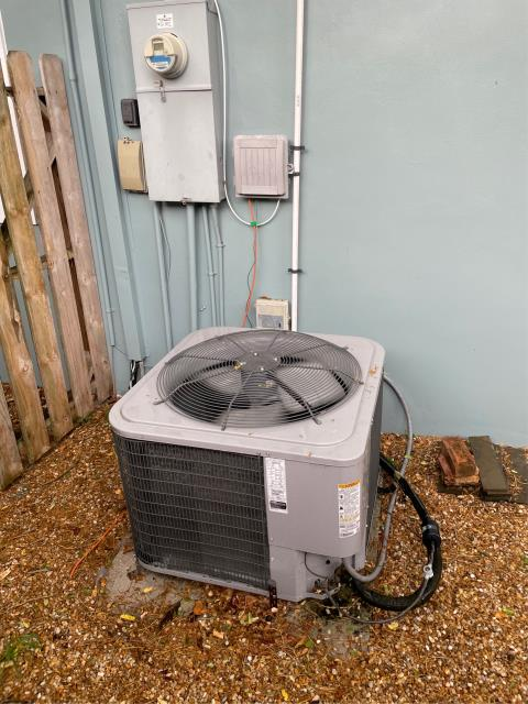 Jupiter, FL - Air conditioning system free estimate provided to customer to replace in her budget and to suit her needs.