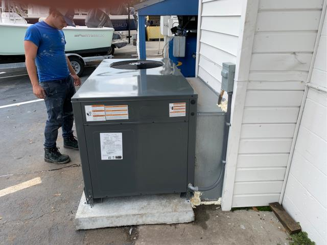 Vero Beach, FL - Air conditioning system commercial installation of a 5 ton, 15 SEER, single state compressor and condenser fan motor.  This system has a high efficiency variable speed blower for enhanced humidity removal and comes with a 5 year part warranty.