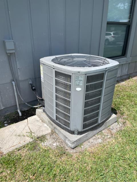 Jensen Beach, FL - Air conditioning system free estimate provided in customers budget and to suit her needs.