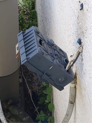 Jensen Beach, FL - Air conditioning system's electronic disconnect came off of wall; replaced and all systems working!