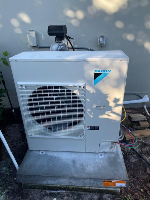 Hobe Sound, FL - Air conditioning system installation of an Ultra Premium Daikin Fit air conditioning system.  This unit has superior temperature and humidity control and comes with a 12 parts and labor warranty.