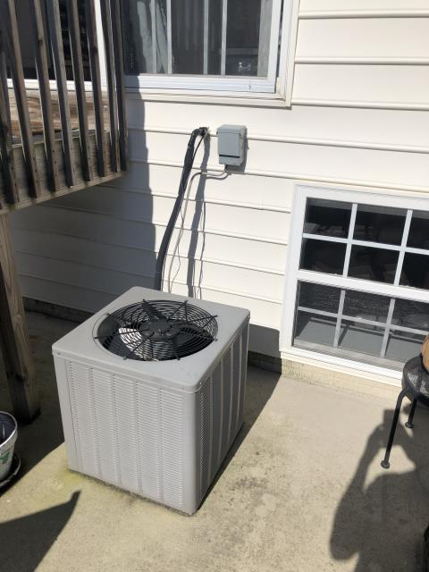 Hilliard, OH - Rheem  cooling system has a leak, homeowner opted to add refrigerant. Cleaned condenser coil with hose, Added 2 lbs of R-22 and system