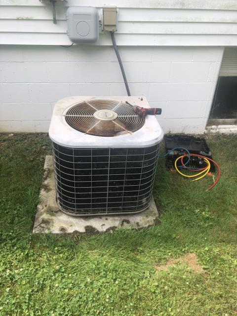 Granville, OH - This 1995 Amana Ac does not cool well when outdoor ambient gets too high. Read notes on furnace duct work . 2# of freon was added in 2016. Ac system is low on charge again