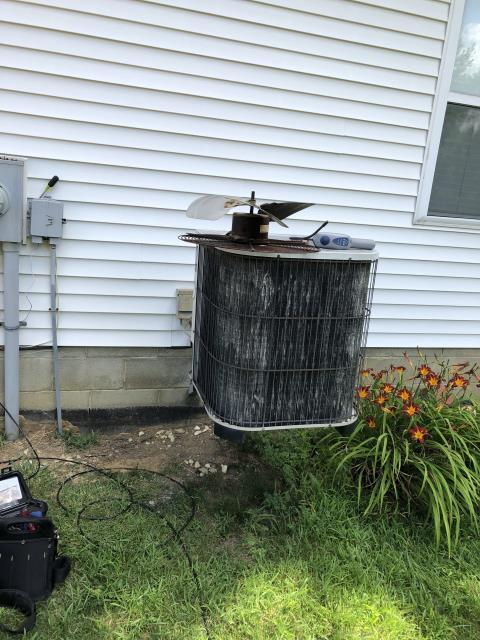 Hilliard, OH - Performed electronic leak test on Lennox AC. Located leak. Gave customer repair and replacement options.