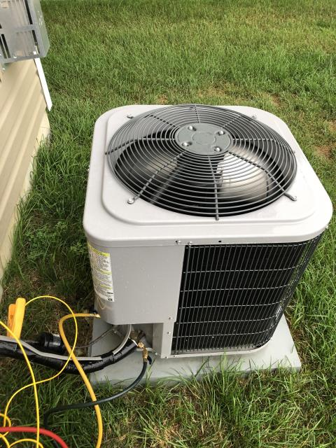 Groveport, OH - Added 2 pounds of R-410A to Comfortmaker AC. System cooling properly at this time.