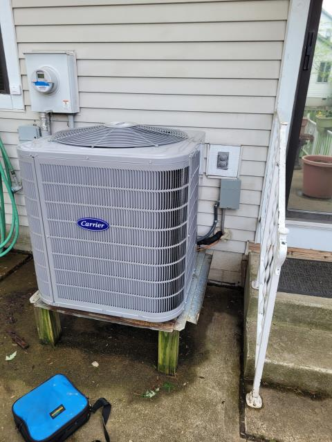 Reynoldsburg, OH - After removing the Carrier Gas furnace and Carrier Air Conditioner, I installed a Carrier 96% Two-Stage 40,000 BTU Gas Furnace and a Carrier up to 17 SEER 2 STAGE 2 Ton Air Conditioner.  Cycled and monitored the system.  Operating normally at this time.  Included with the installation is a free 1 year service maintenance agreement.