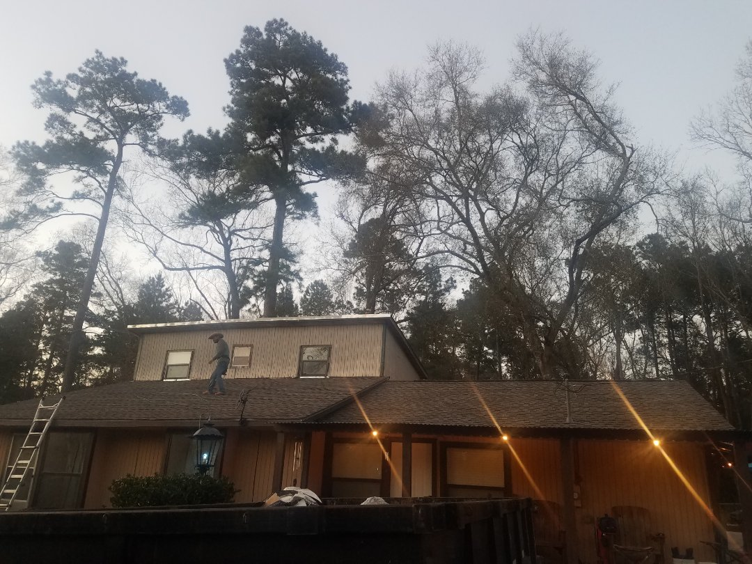 New Caney, TX - Another beautiful roof done . Happy costumer