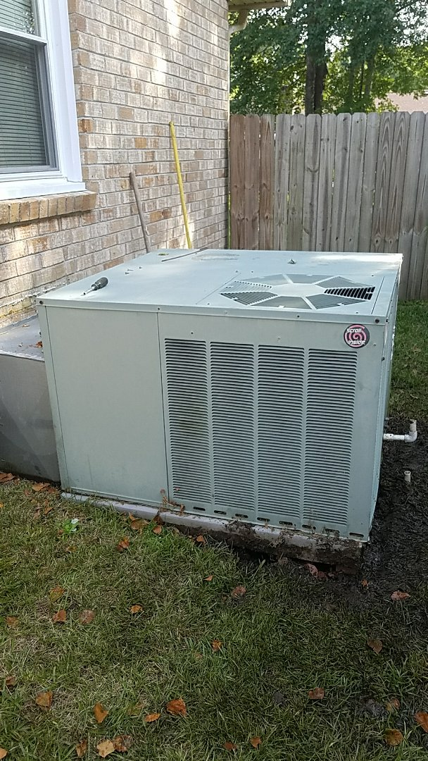 Ladson, SC - Rheem 2 ton packaged air conditioning unit sinking in mud causing unit not to drain properly. Leveled with bricks