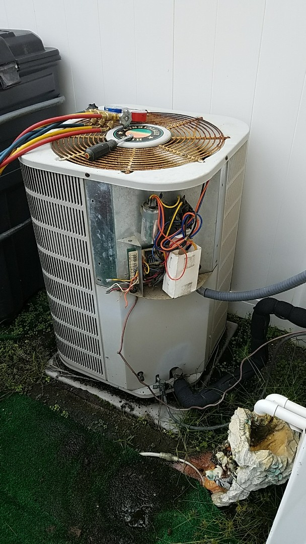 Goose Creek, SC - Frozen Tappan ac unit in Wescott Plantation. Defrosted system and charged with 3 lbs of R-22 refrigerant.