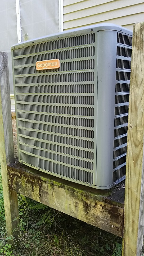 Summerville, SC - Goodman AC Repair in Ashburough. Replaced capacitor and charged with 3 lbs of R-410A freon.