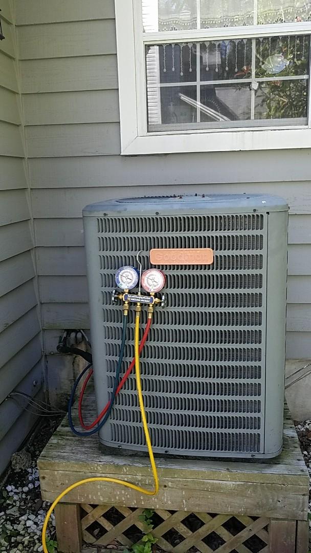 Charleston, SC - Goodman 3 ton heat pump Freon leak. Charged with 5 lbs of R-22. Found leak in air handler evaporator coil.