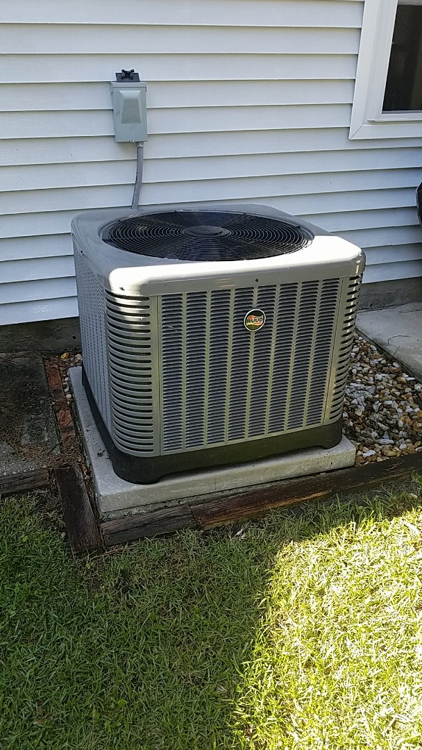 Ladson, SC - 3.5 ton RUUD Achiever air conditioner installation in Summerville Place.