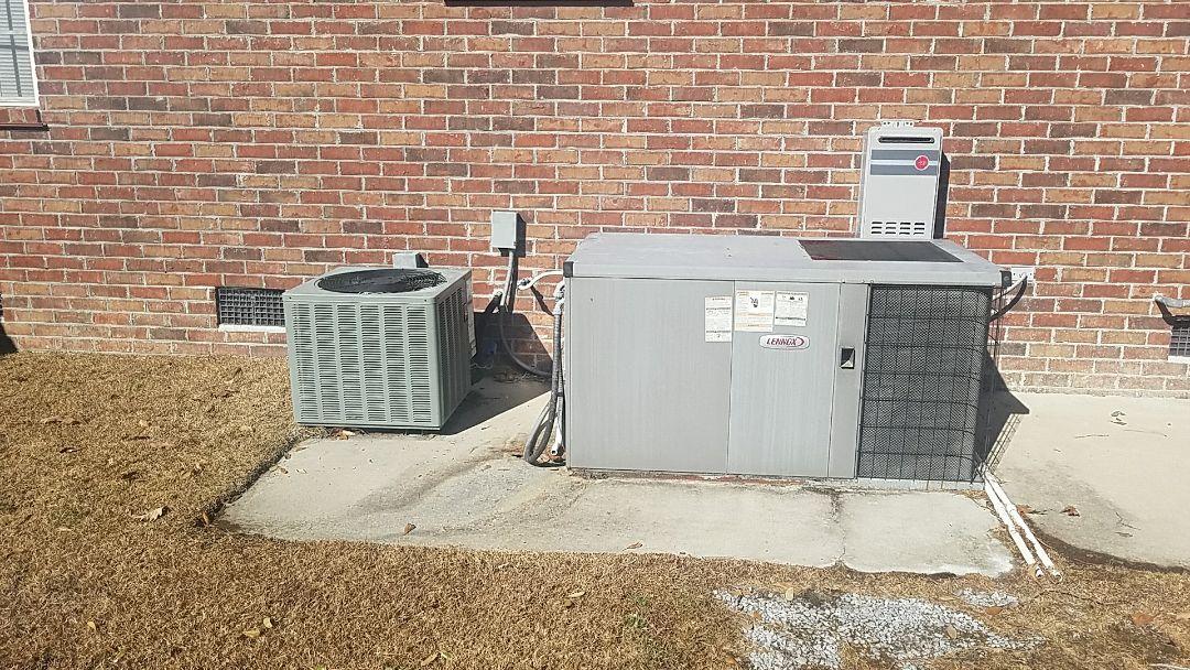 North Charleston, SC - Rheem heat pump repair in Cedar Grove. Found low voltage wiring short causing fuse @ air handler to blow.