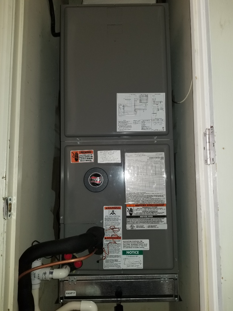 Charleston, SC - Replaced ageing Trane 2.5 ton split heat pump system due to a defective compressor.
