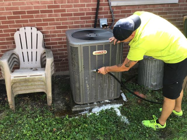 Miamisburg, OH - Added easy seal and 1 pound of puron R-410A to Lennox ac unit, 7 years old