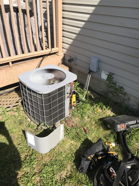 Spring Valley, OH - Customer had power outage which took out several appliances. Thermostat had a short, but is under warranty. Installed Honeywell6 programmable thermostat. Carrier system working properly at this time.