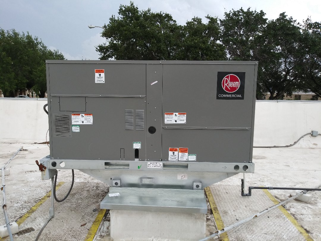 McAllen, TX - Commercial install Rheem AC systems on rooftop