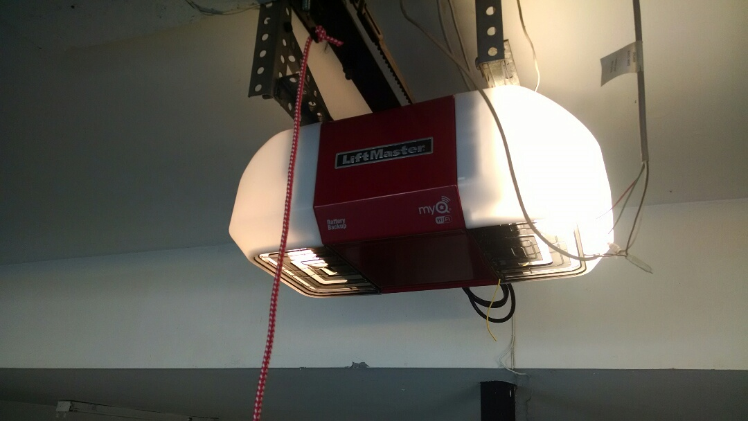 Suwanee, GA - Replacing opener with a Liftmaster 8550W belt drive opener.