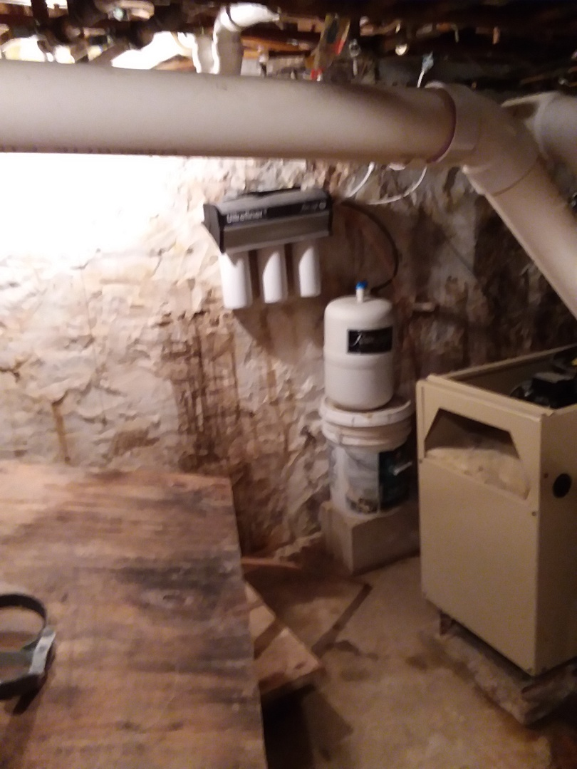 Cresco, IA - Changed filters on UFII water purification system and changed out QRS whole house chlorine filter. Providing rainsoft customer with excellent drinking water and water that won't damage appliances