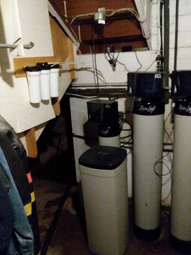 Waterloo, IA - Changed filters on UFII water purification system and valve cleaning on oxytech iron filter. Providing rainsoft customer with excellent drinking water and water that is free of rust and odors