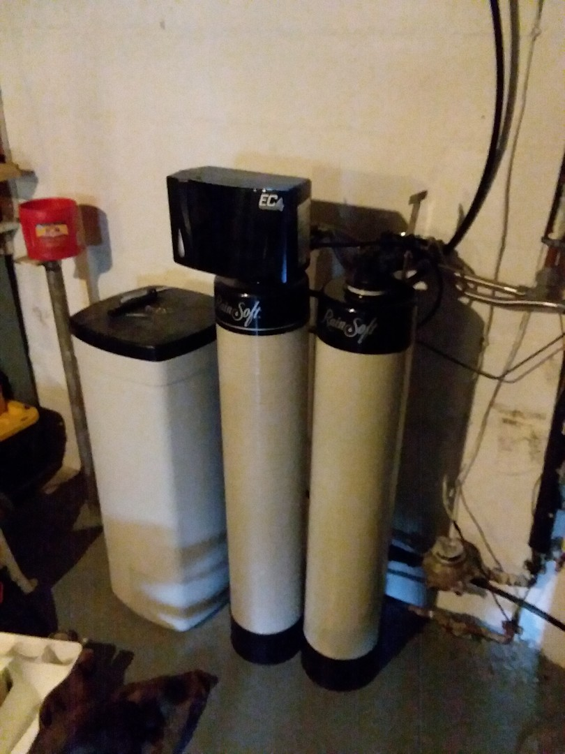Cedar Rapids, IA - Changed out QRS whole house chlorine filter. Providing rainsoft customer with water that won't damage appliances