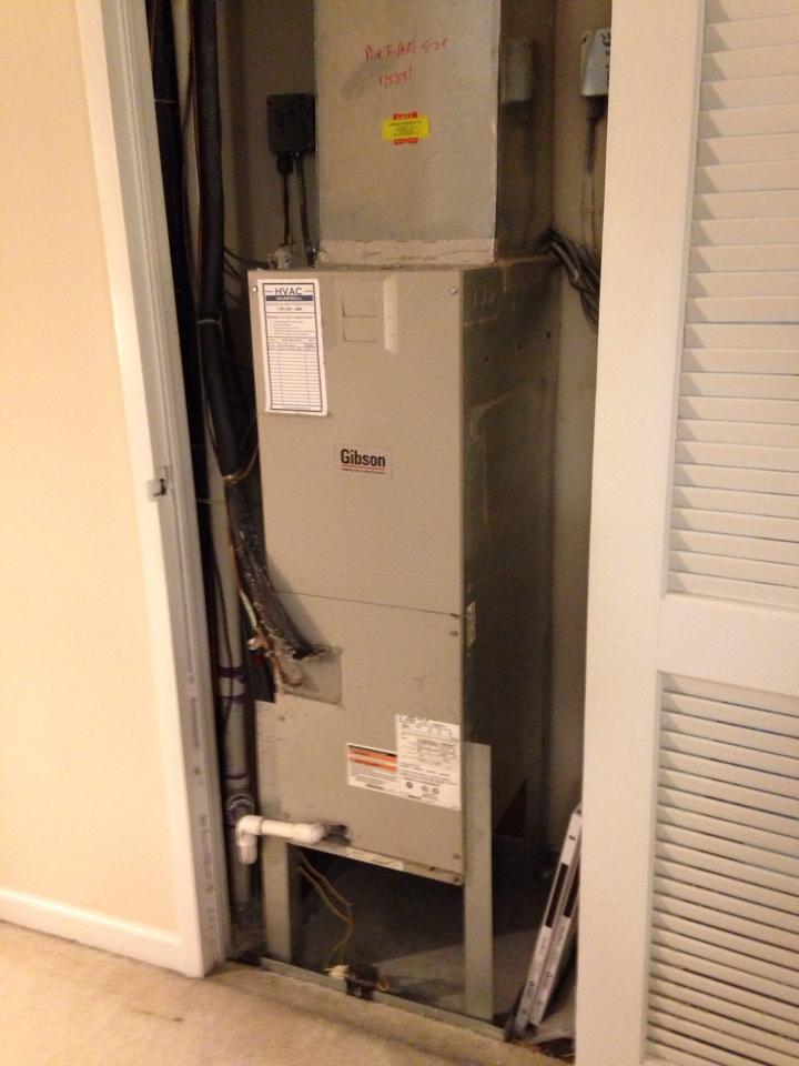 Oakton, VA - Found a bad compressor on a Gibson heat pump system.
