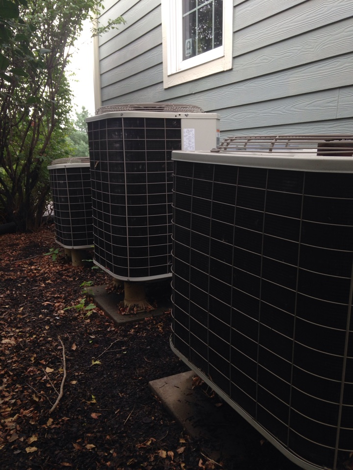 Purcellville, VA - Found Carrier heat pump almost out of freon. Recommended leak search and repair/replacement