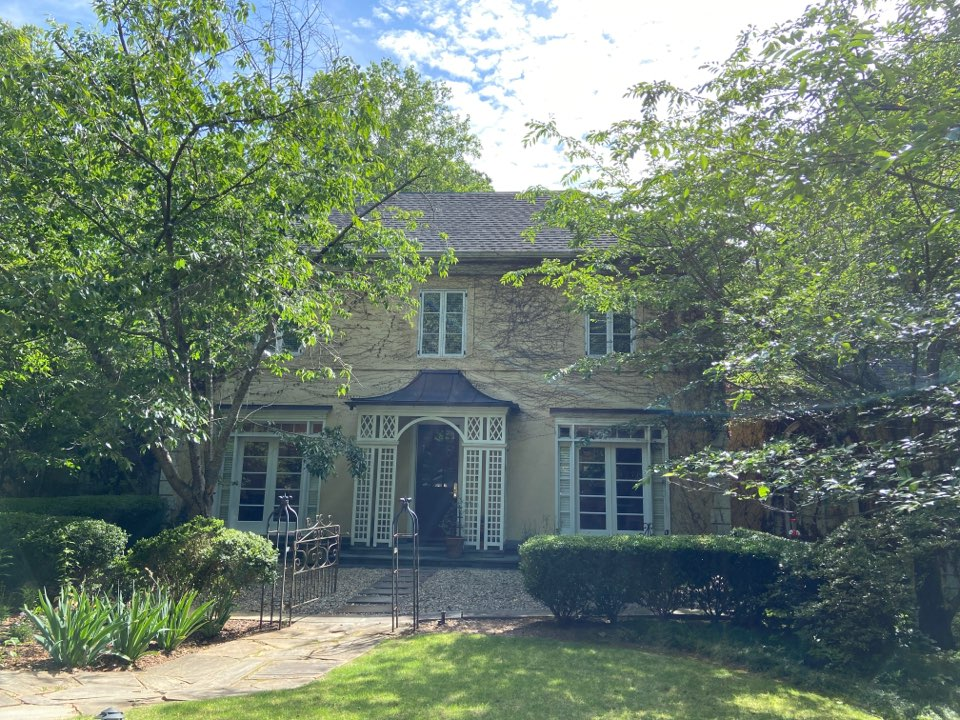 Atlanta, GA - Estimating exterior painting using Sherwin Williams Resilience, gutter replacement, carpentry, in Atlanta