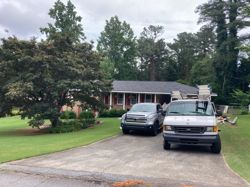 Lilburn, GA - Removing Gutters and Replacing Soffit and Fascia with Hardie Plank Material