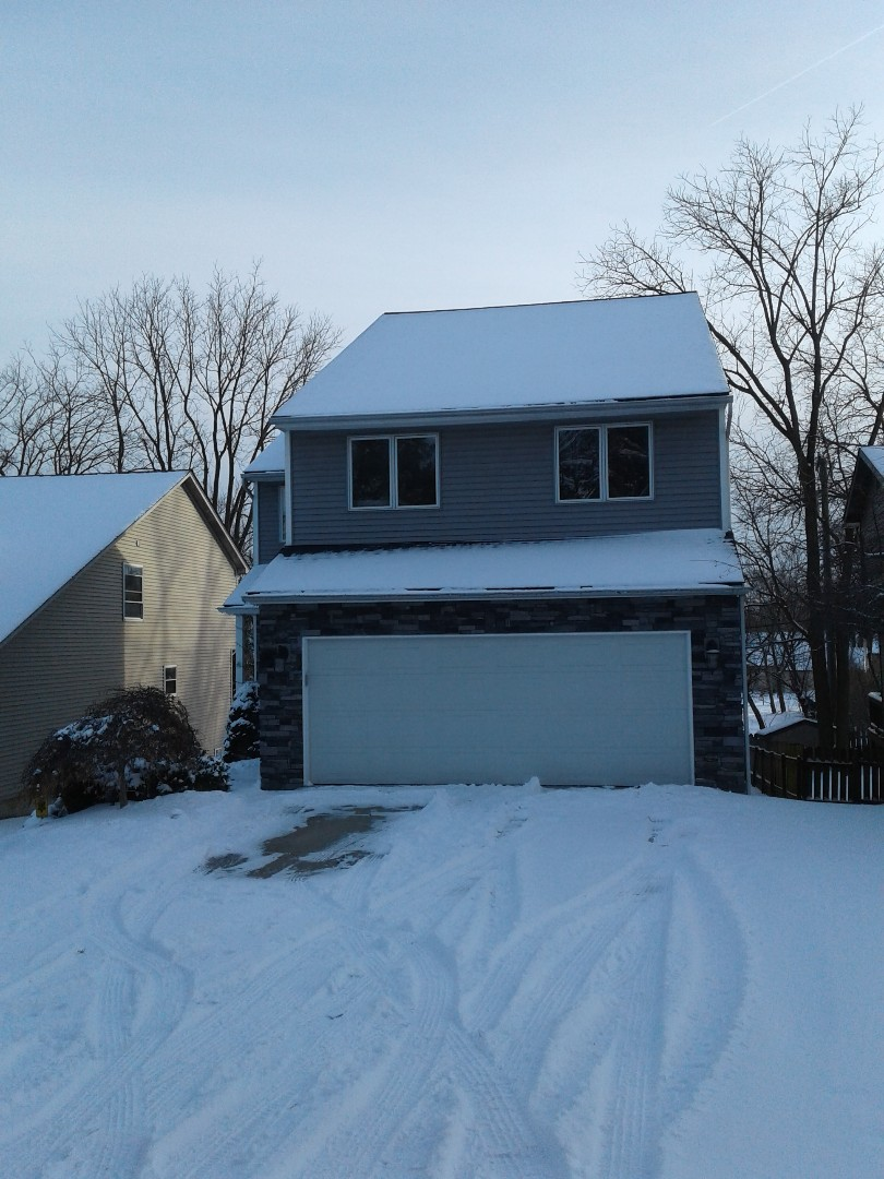 West Bloomfield Township, MI - Beautiful home we recently finished covered in snow. The snow can sometimes be scary for anyone with a leaky roof. That's not the case here, they are fully protected!