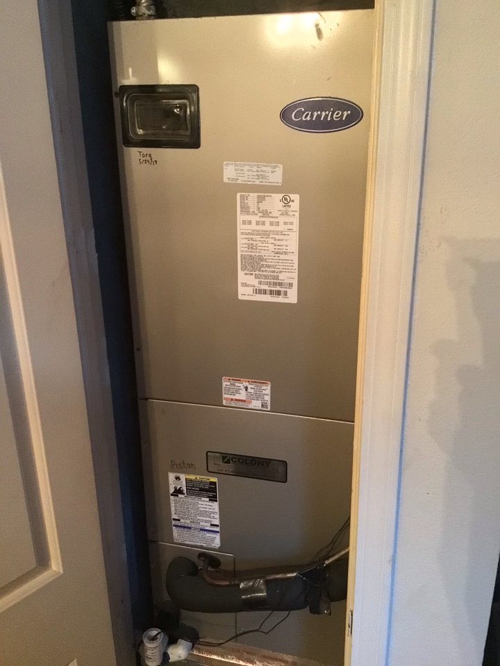 Dallas, TX - Performing a heating tune up on one Carrier system
