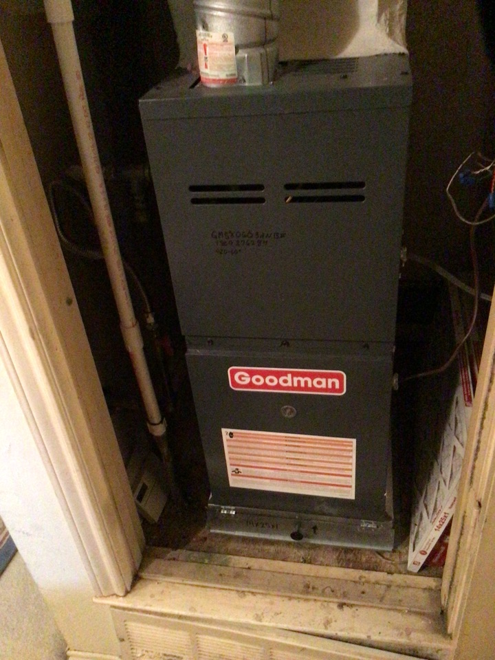 Coppell, TX - Performing a heating tune up on one Goodman gas furnace
