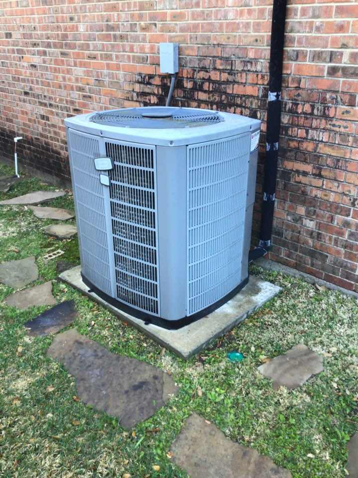 Dallas, TX - Performing a cooling tune up on one Trane system