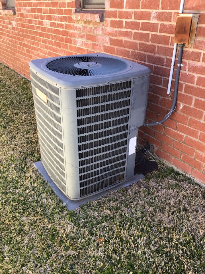 Carrollton, TX - Performing a cooling tune up on one Goodman system