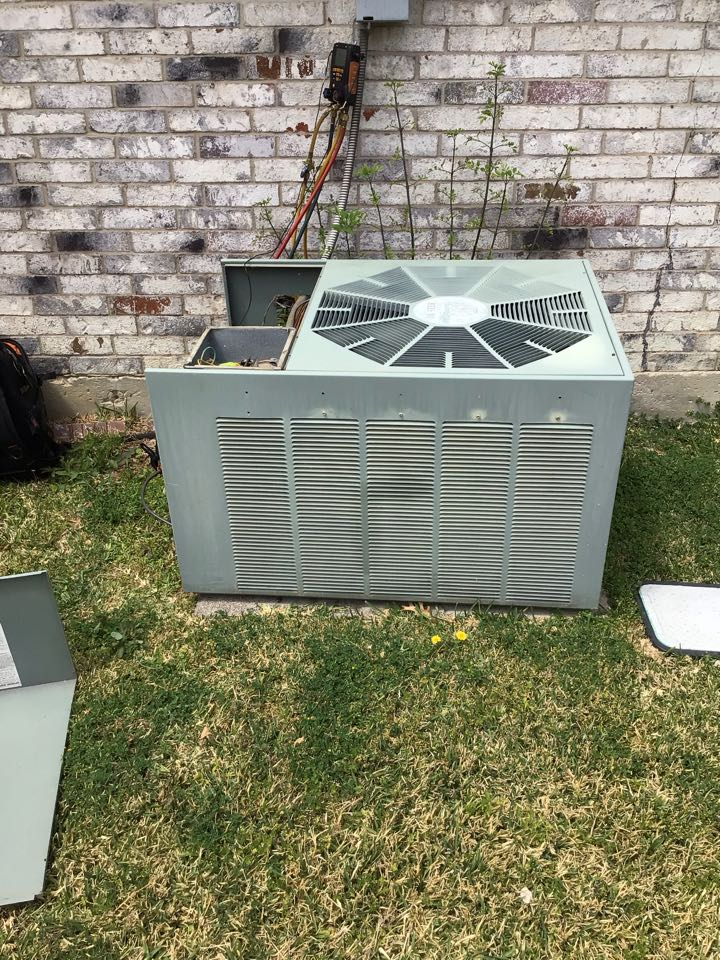 Carrollton, TX - Performing a cooling tune up on one Rheem system