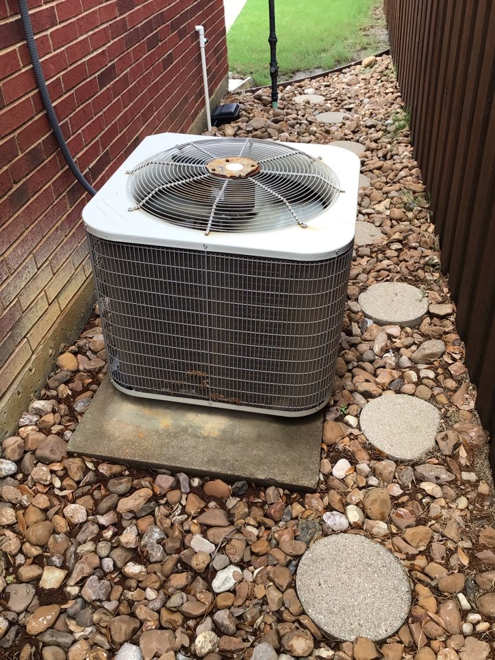 Carrollton, TX - Performing a cooling tune up on one Payne system