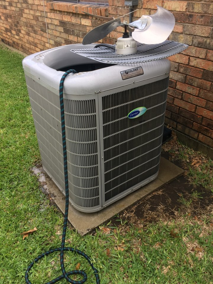 Carrollton, TX - Washing condenser coils on one carrier system