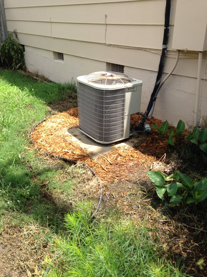Oak Point, TX - Payne & Goodman Air conditioning repair and service. Found no emergency drain pan or drain safety switch. I hope the drain lines don't become clogged.