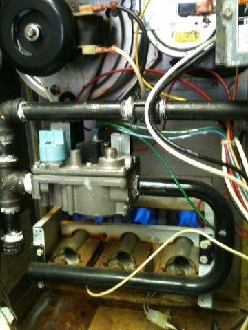 Farmers Branch, TX - A 15 year old Carrier 58PAV070 gas furnace finally needed a new ignitor.