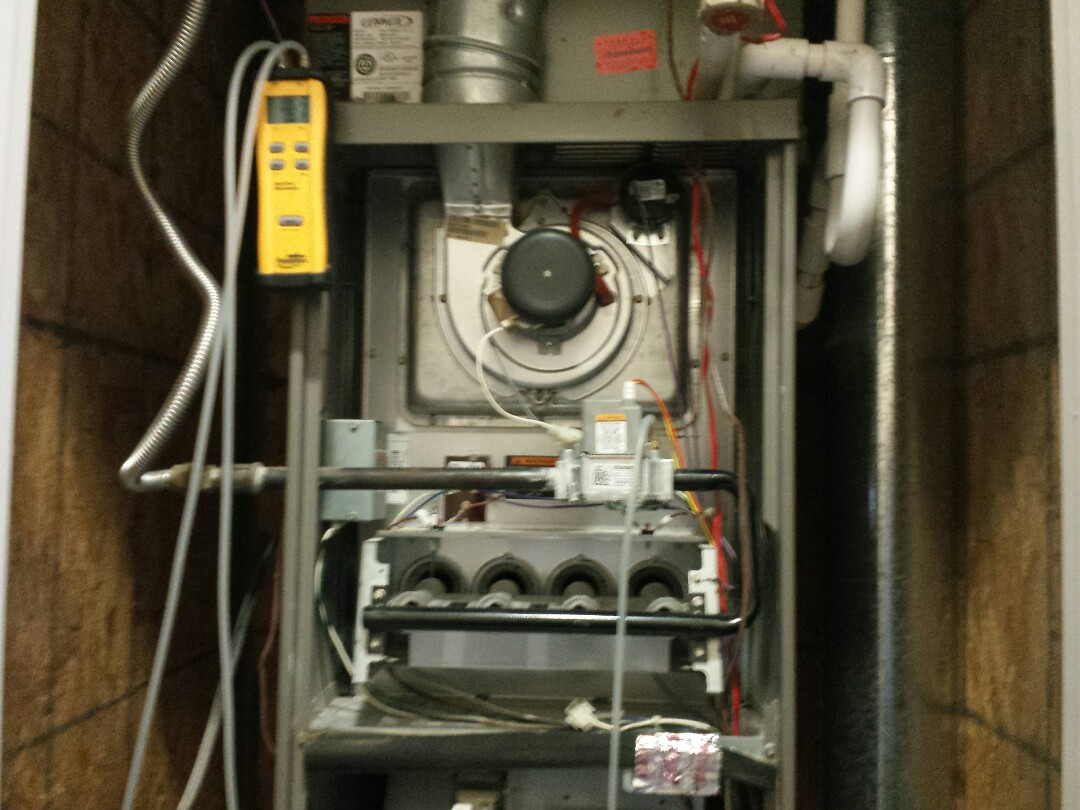 Lewisville, TX - I'm doing a minor heating repair and heating tune up and furnace inspection on a LENNOX furnace in Lewisville.