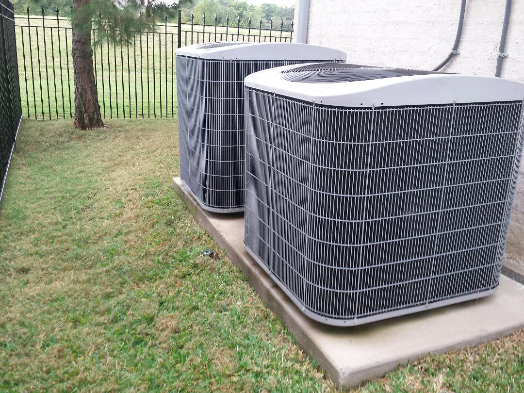 Coppell, TX - I'm providing a heating repair service to a CARRIER AC system.