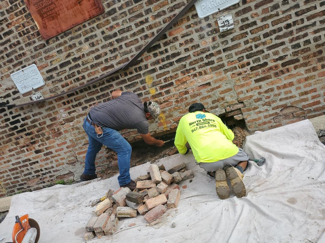 Chicago, IL - REPLACE DETERIORATE BRICKS ON WALL PLEASE CALL FOR ANY MASONRY NEEDS