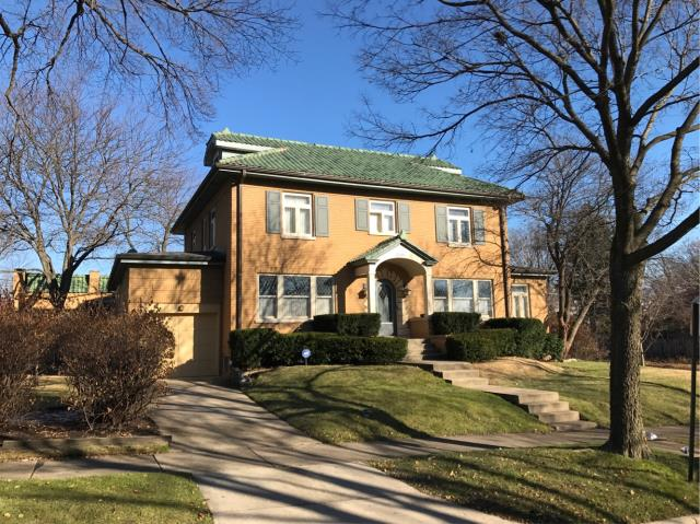 Evanston, IL - Completed spot grind and tuckpointing as this beautiful Evanston home.