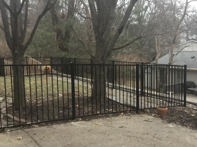 Maryland Heights, MO - Awesome black aluminum fence !!!
