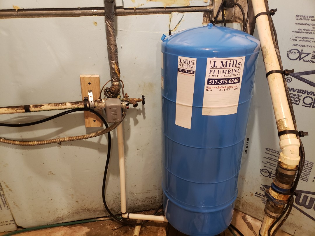 Fowlerville, MI - Local plumber needed  Plumber best reviews Need new well pressure tank