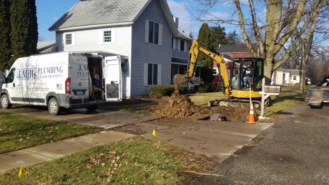 Fowlerville, MI - Emergency plumber needed in Fowlerville. Repair water main. Water main break.