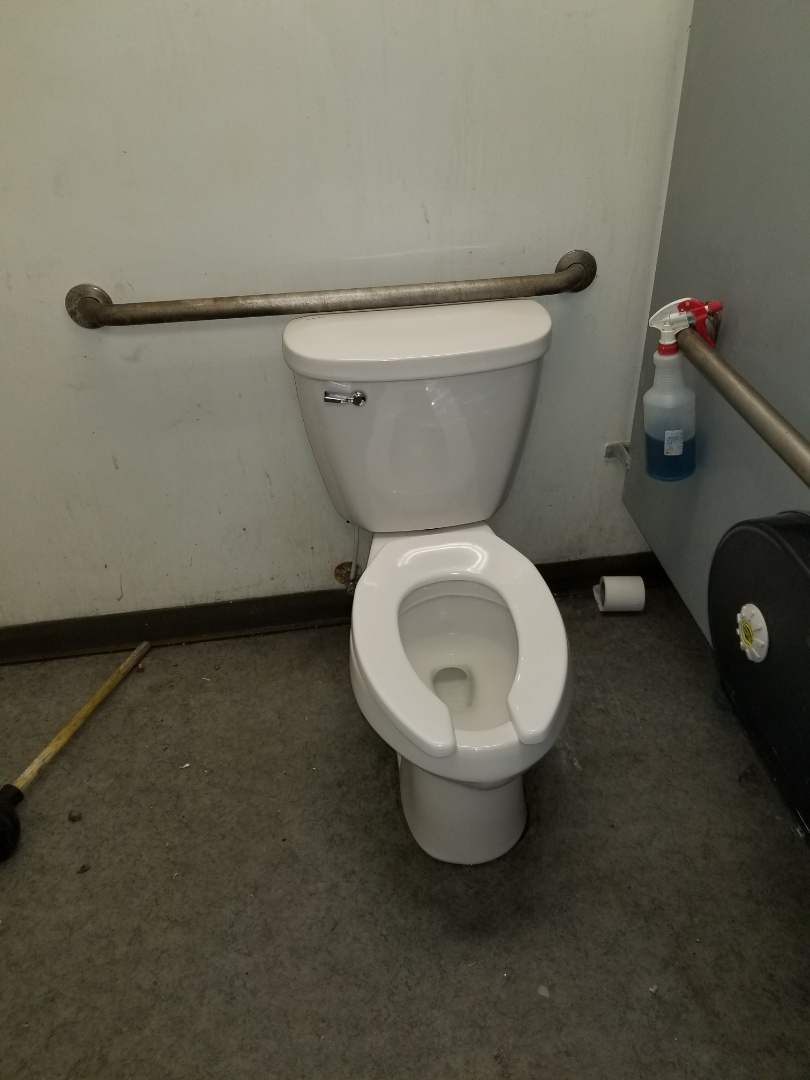 Fowlerville, MI - Plumber near me with good reviews to install new toilet and urinal for commercial use