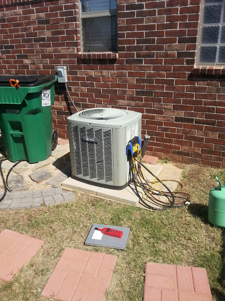 Piedmont, OK - Performing A/C tuneup!